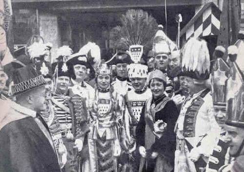 Präsident Thomas Liessem mit Bauer und Jungfrau in der Session 1935